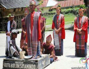 Ulasan mengenai Museum Huta Bolon Wisata Danau Toba yang asyik